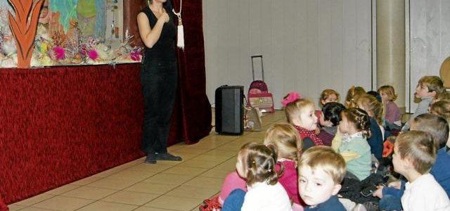 Un spectacle de marionnettes pour les écoliers