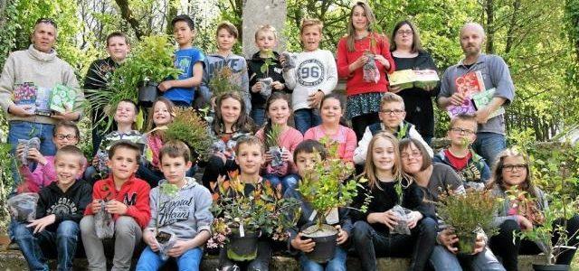 Les élèves de Notre-Dame ont jardiné autour du calvaire